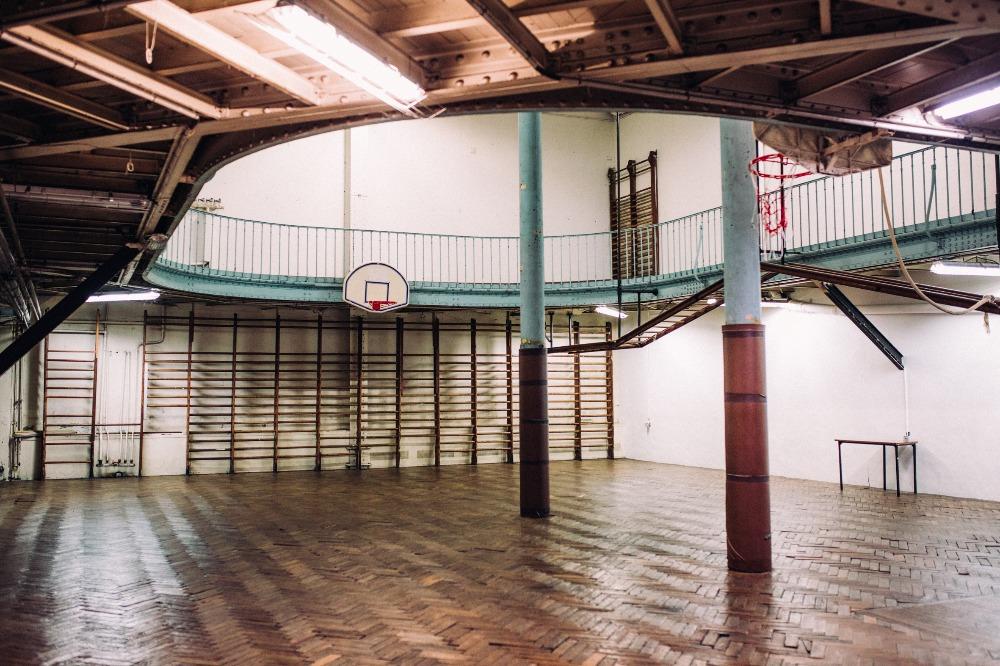 Basket - A Paris, la plus ancienne salle de basket au monde est en péril