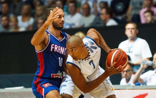 Basket - Equipe de France - Les Bleus d�butent par une d�faite inqui�tante
