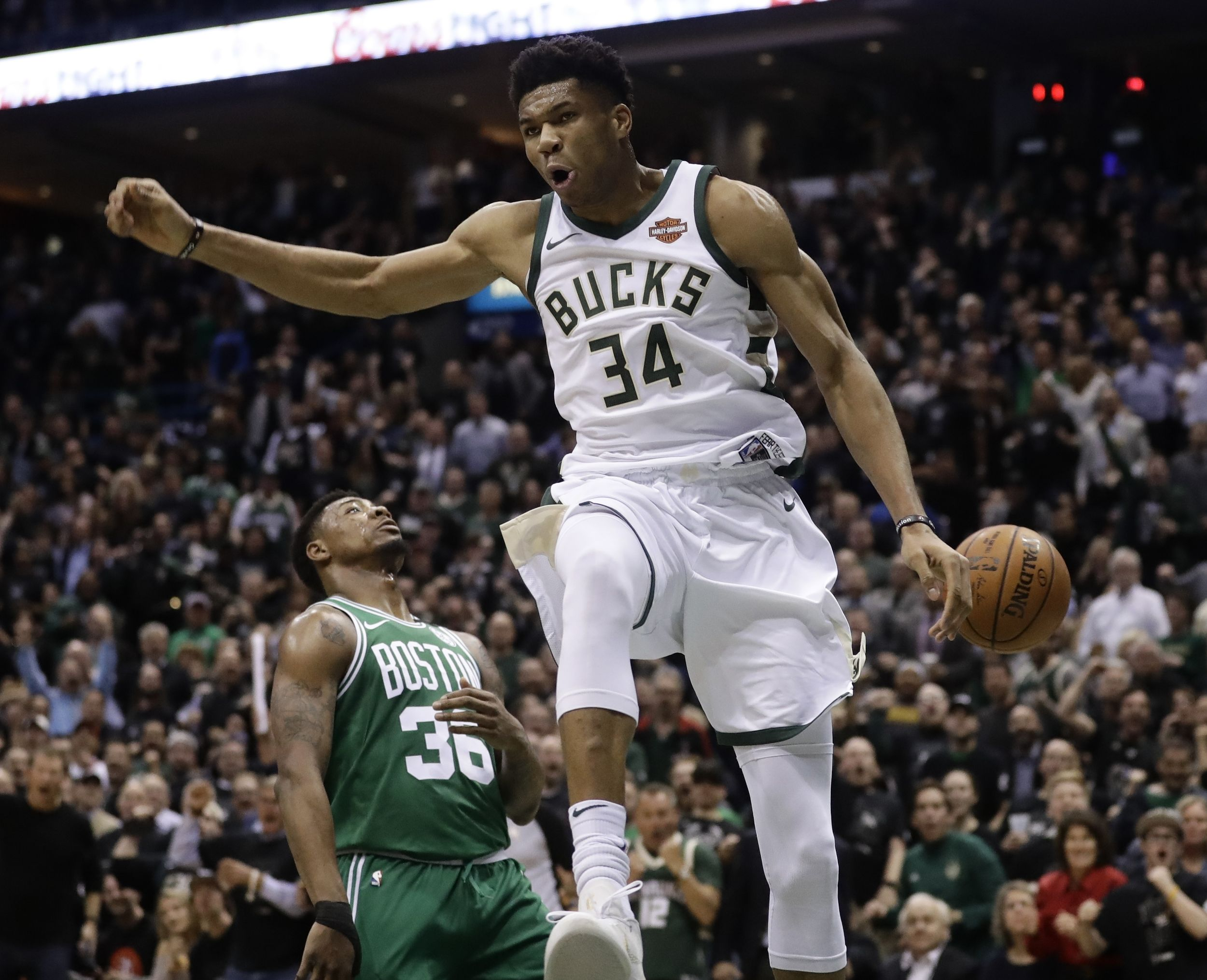 Basket - NBA - Antetokounmpo et les Bucks arrachent un match 7