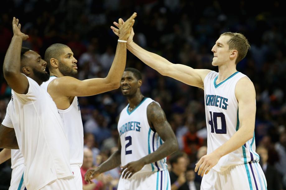 Basket - NBA - Batum s?�clate face � Portland