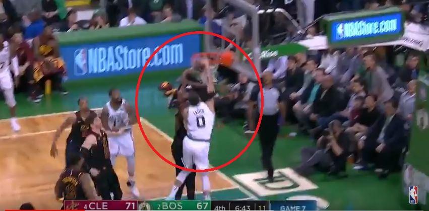 Basket - NBA - Boston-Cleveland : les moments clés du 4e quart-temps en vidéo