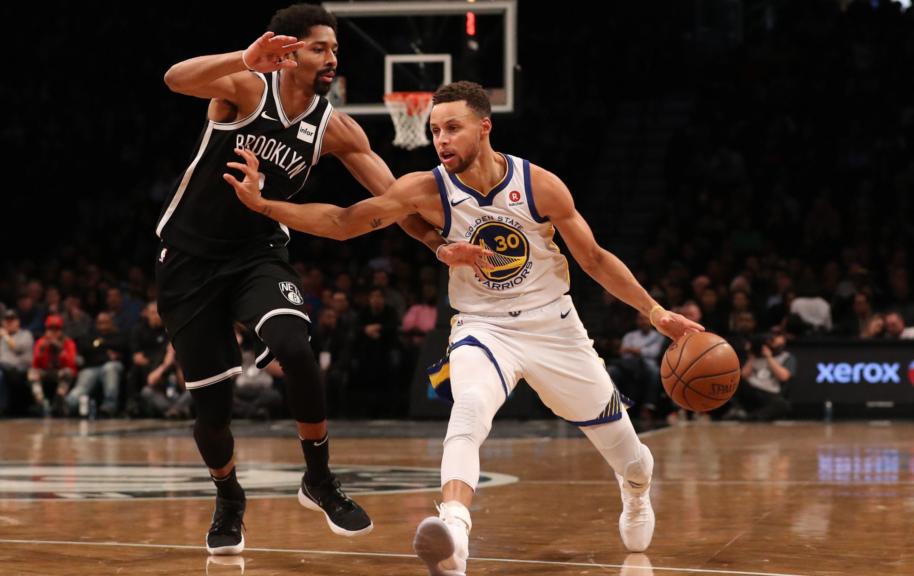 Basket - NBA - Curry fait son show, Ball rebondit