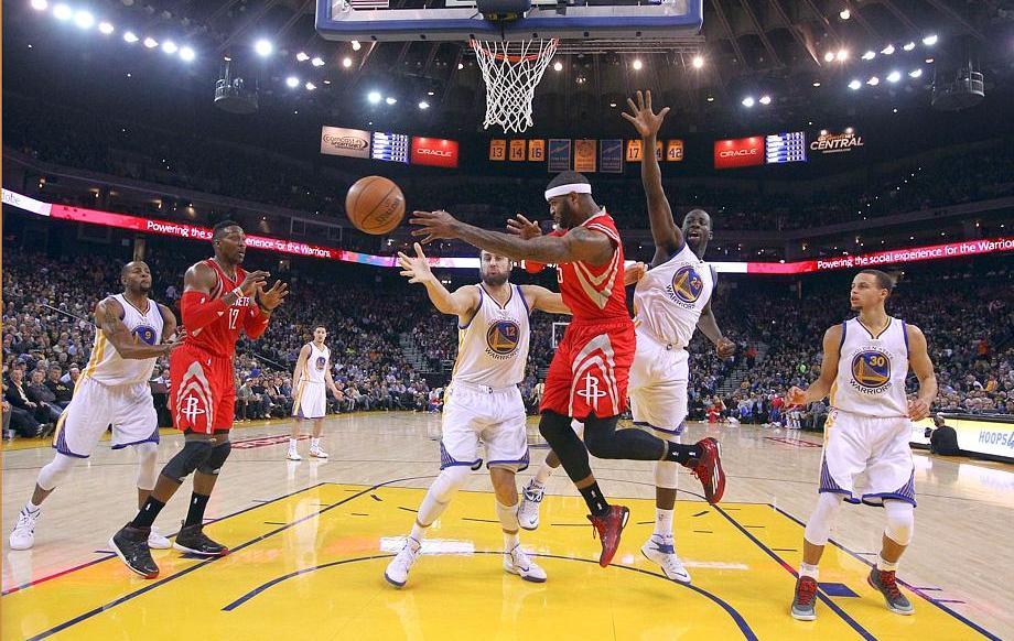 Basket - NBA - Des Warriors de combat