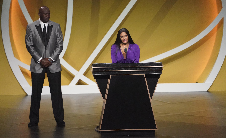 Basket - NBA - Hall of Fame : l'émouvant discours de Vanessa Bryant, la veuve de Kobe, en vidéo