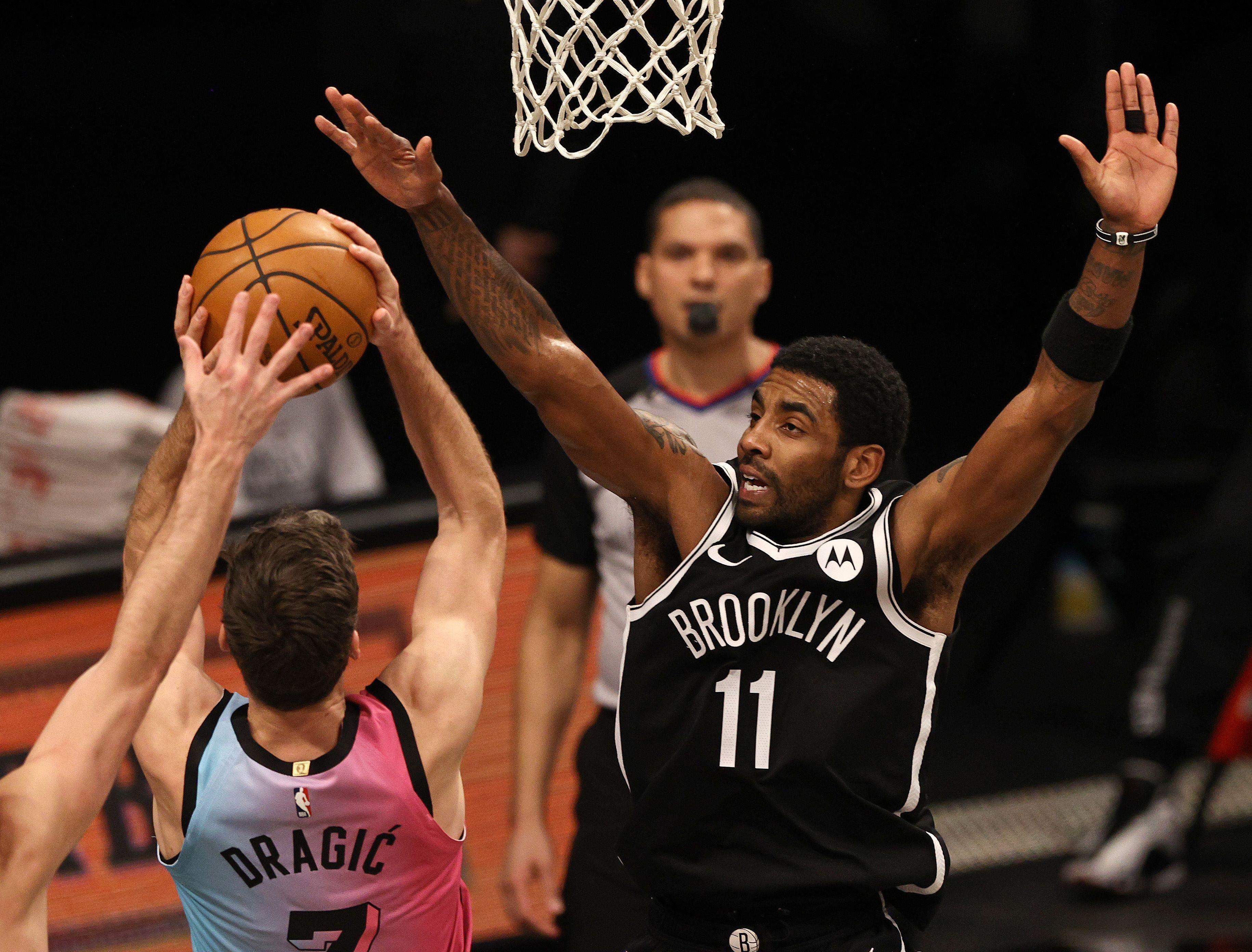 Irving porte Brooklyn à la victoire, Curry dans les livres d'histoire
