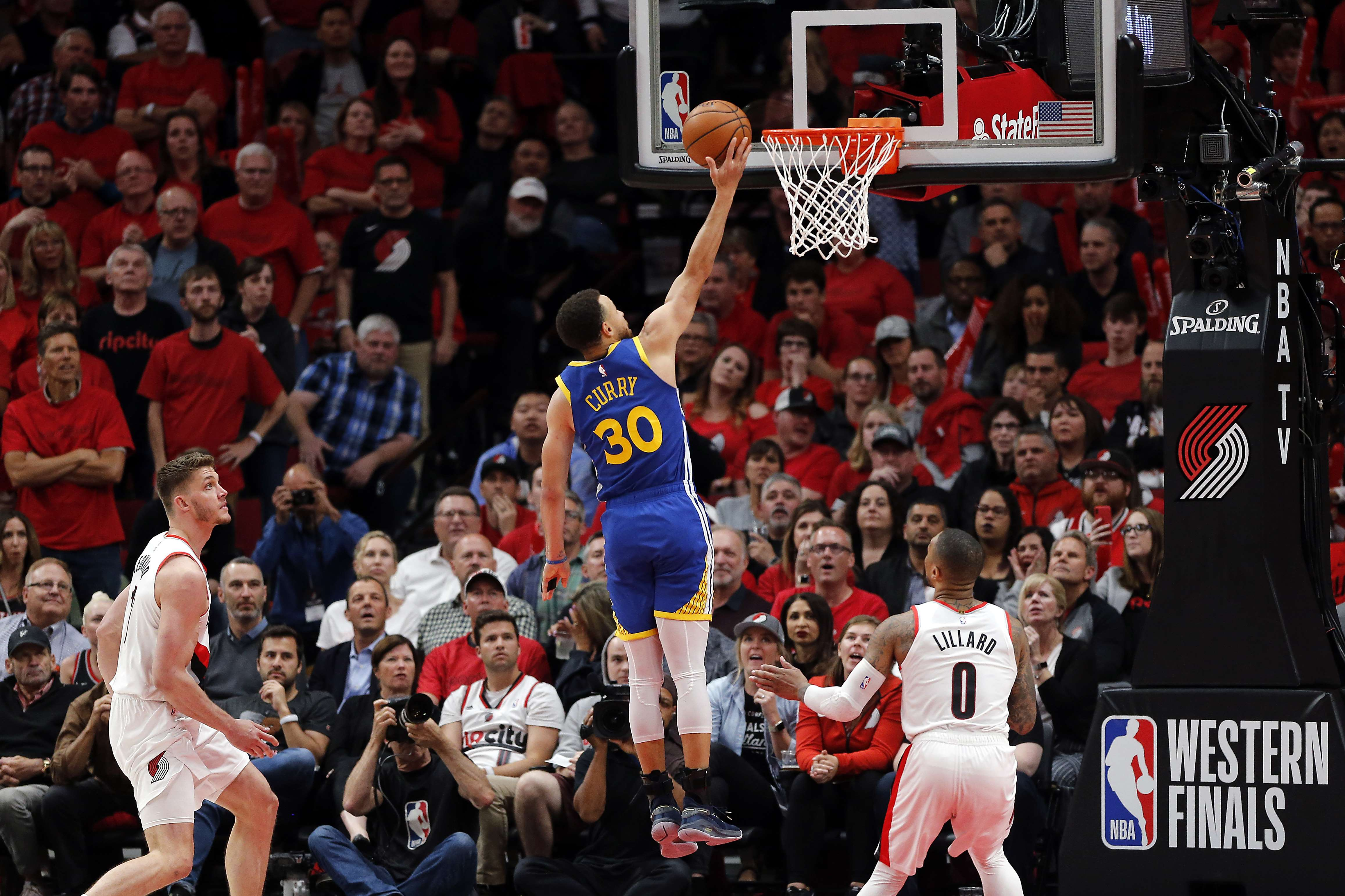 Basket - NBA - Le résumé en vidéo du triomphe des Warriors et du festival Curry