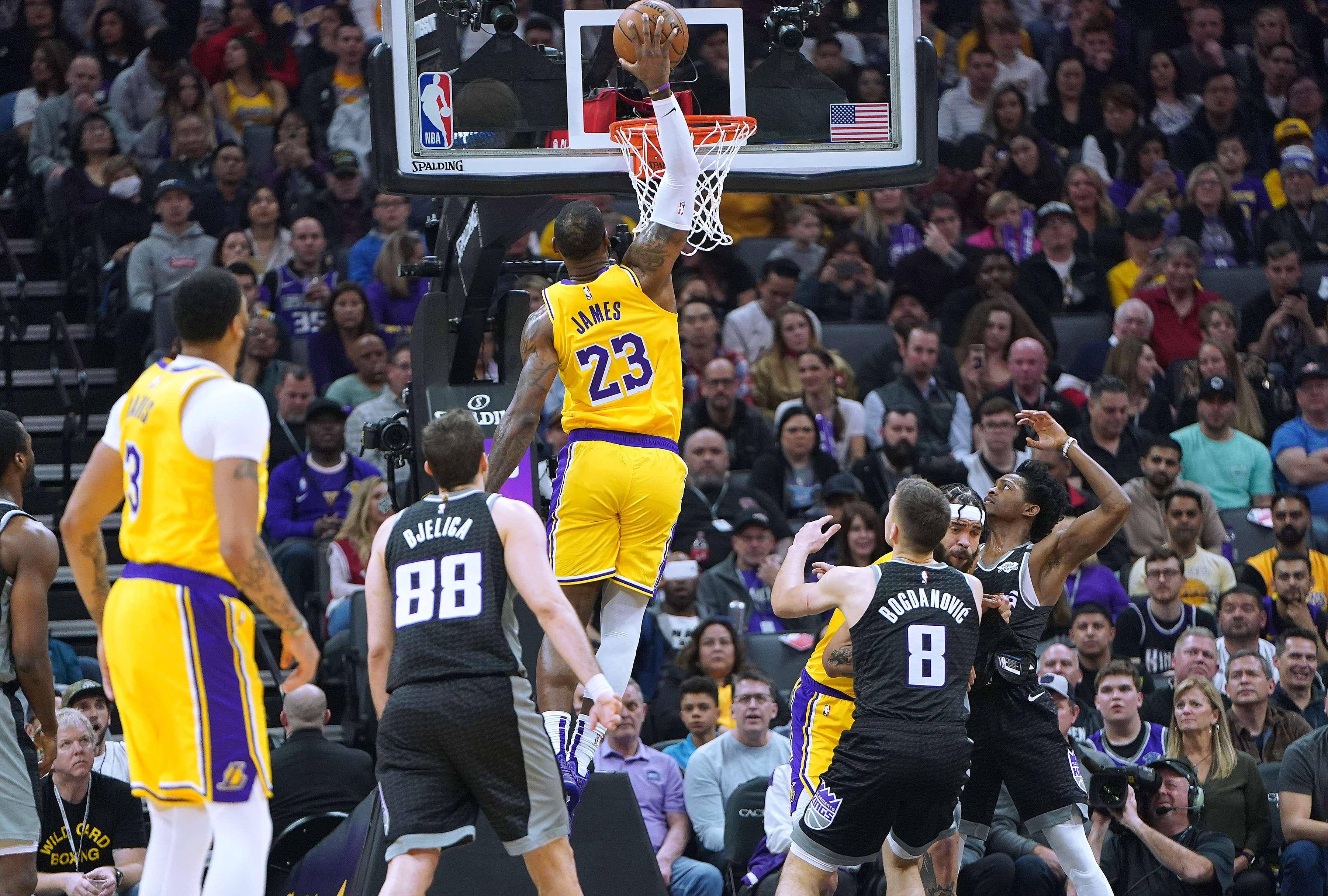 Basket - NBA - LeBron James redonne joie aux Lakers et au Staples Center