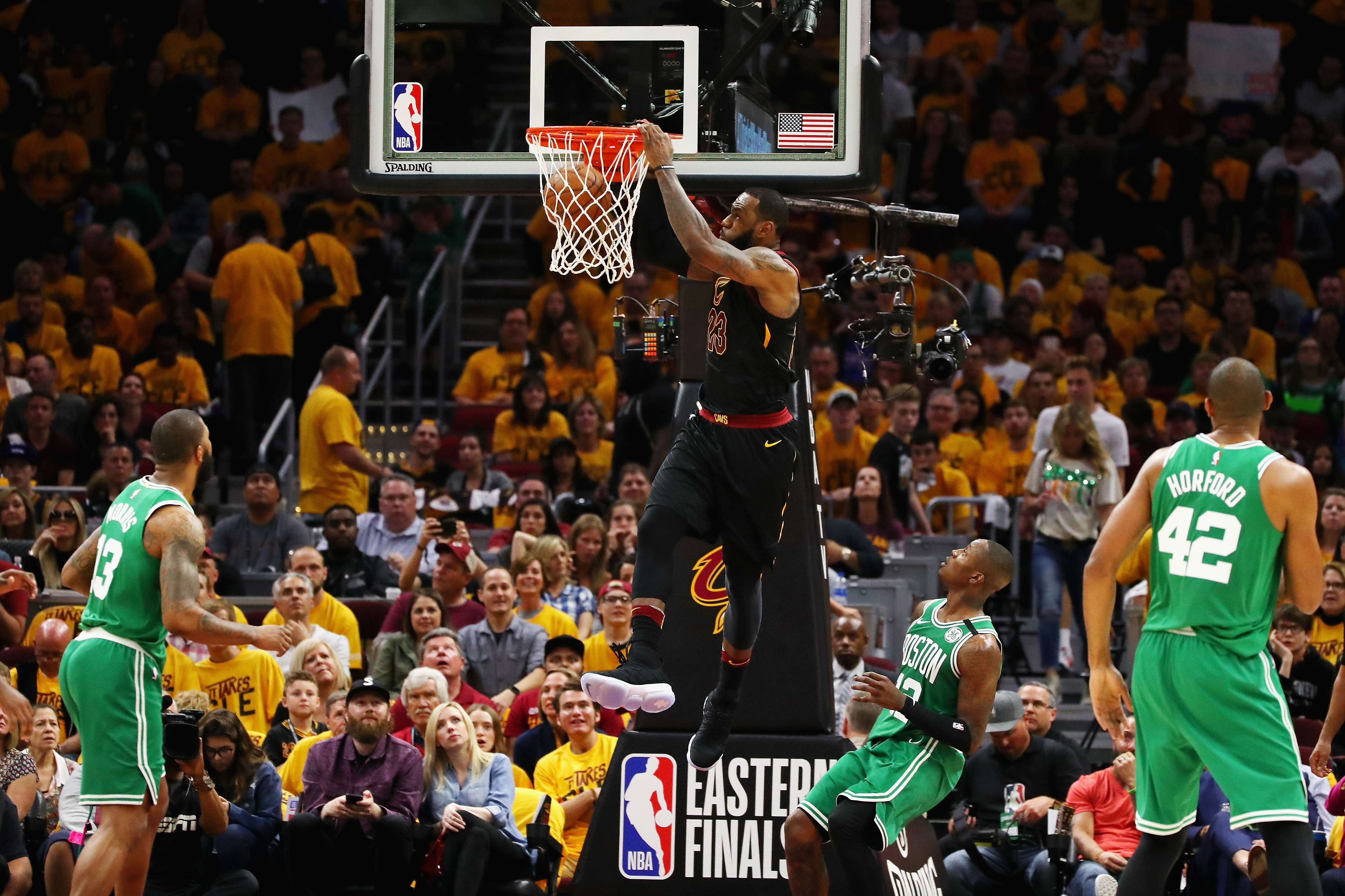 Basket - NBA - Les Cavaliers de LeBron James écrasent Boston et relancent le suspense