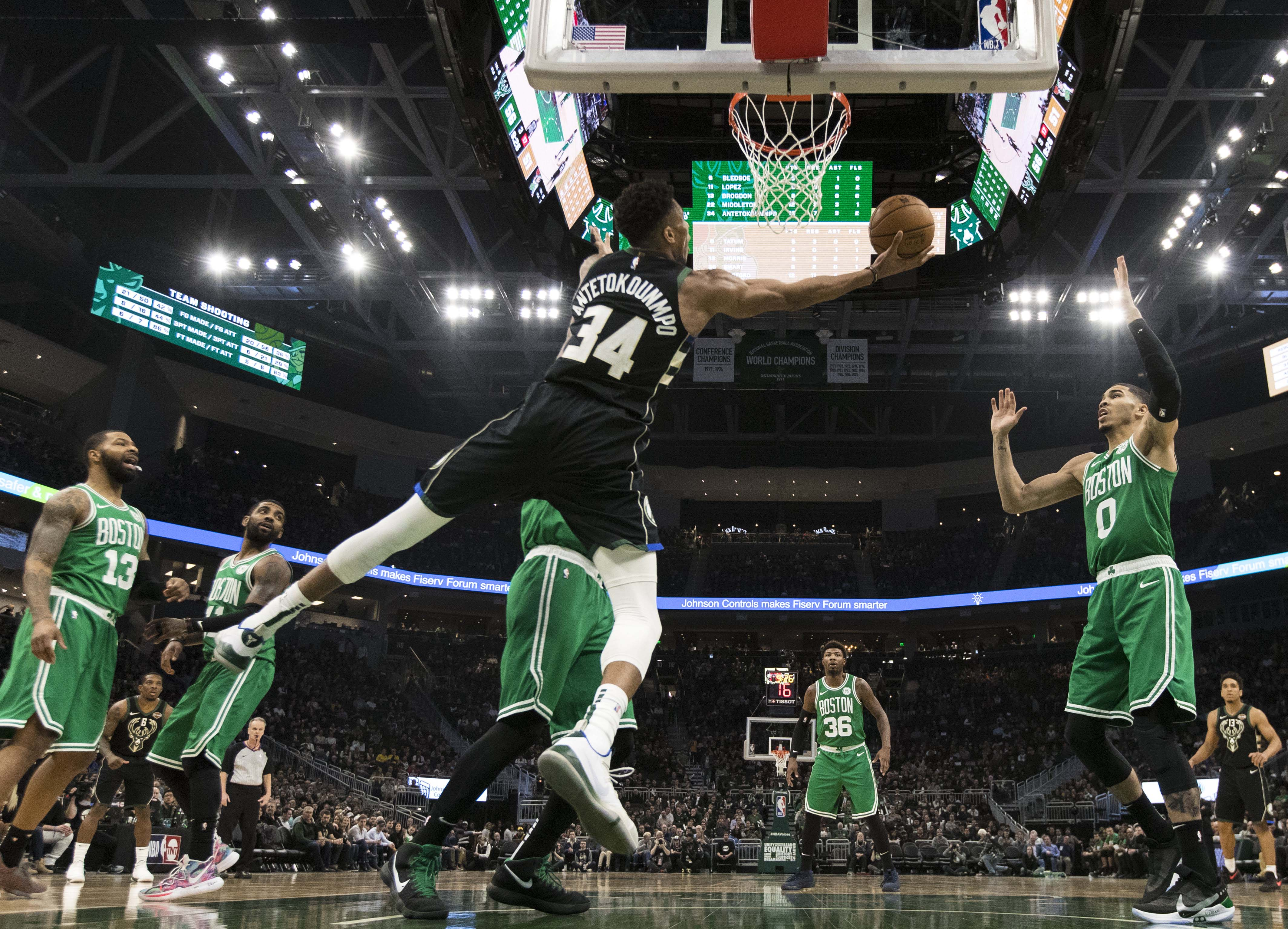 Basket - NBA - Milwaukee porté par Antetokounmpo, les Lakers renouent avec le succès
