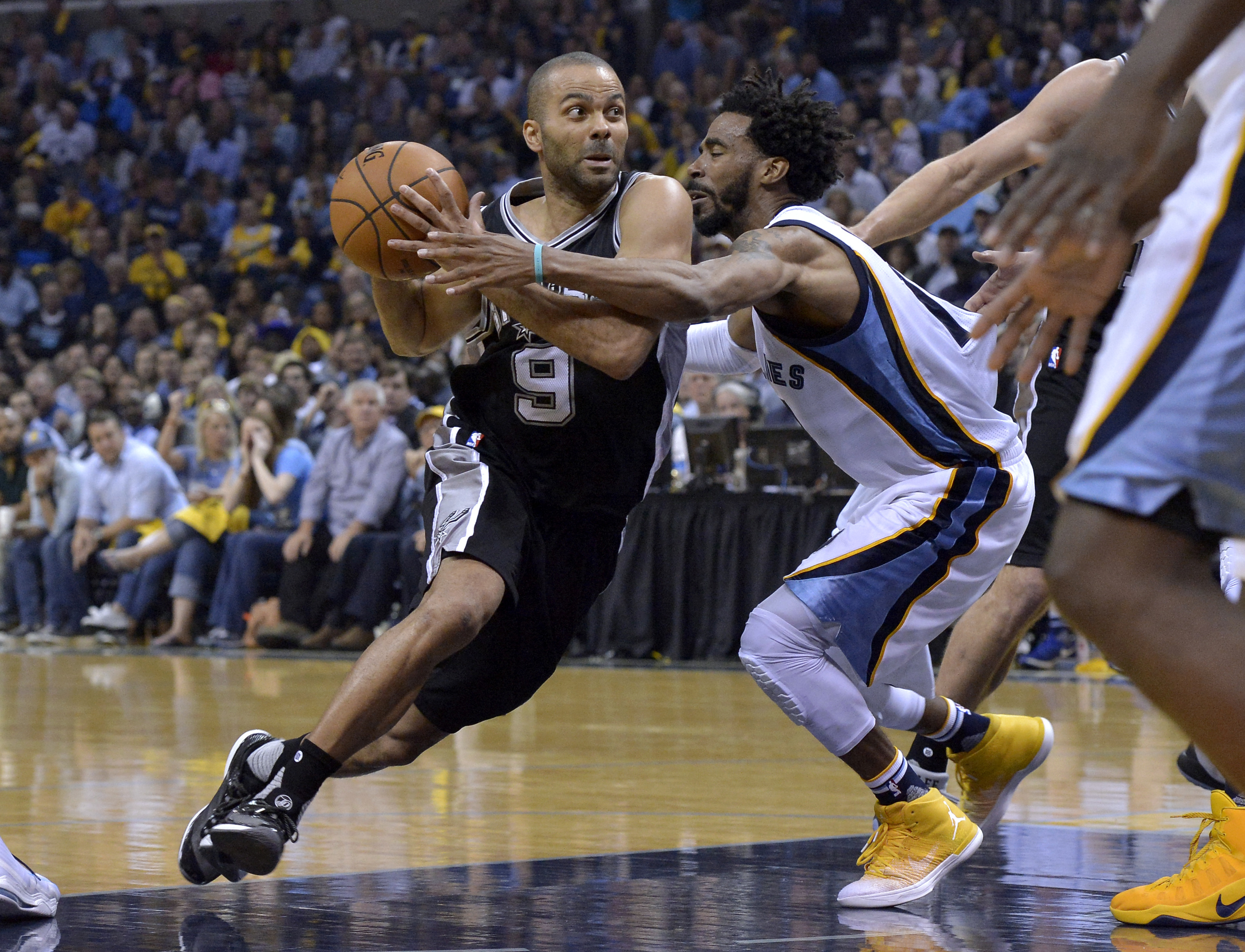 Basket - NBA - NBA : Un Tony Parker «vintage» guide les Spurs au 2e tour des play-offs