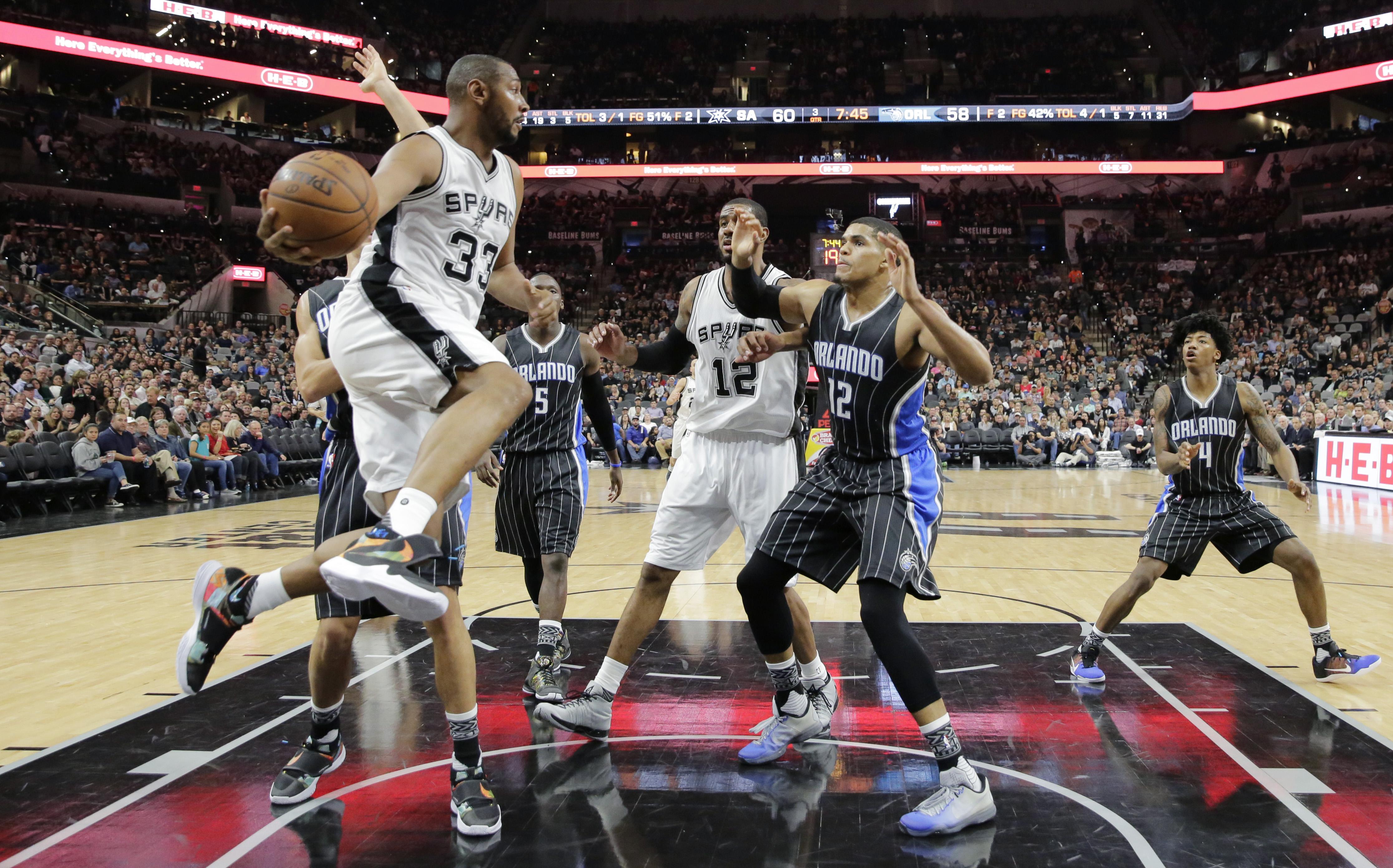 Basket - NBA - San Antonio et Cleveland OK, Toronto stopp� net