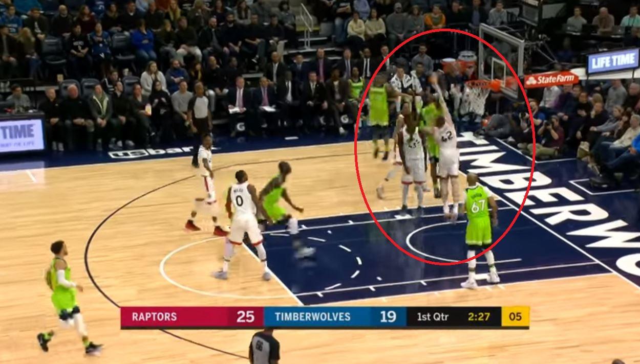 Basket - NBA - Top 10 : Wiggins monte sur Poeltl pour le dunk de la nuit