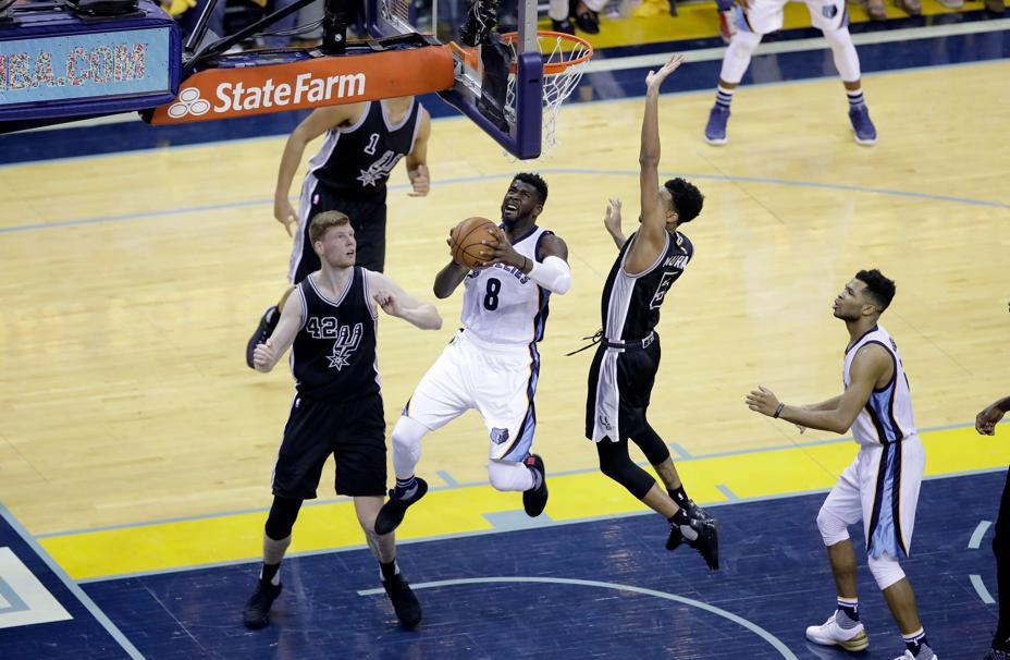 Basket - NBA - Des Cavaliers historiques, Les Spurs craquent