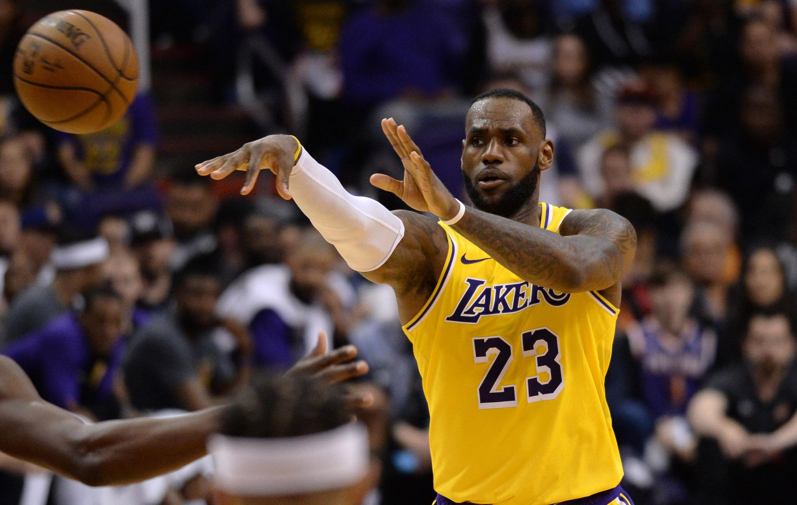 Basket - NBA - NBA: James dépasse Bryant, mais perd avec les Lakers à Philadelphie
