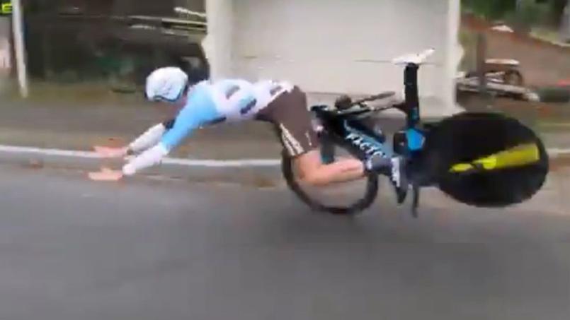 Cyclisme - Le guidon d'un cycliste se brise à 60 km/h