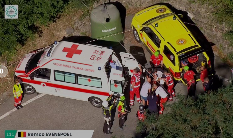 Cyclisme - Tour de Lombardie : Remco Evenepoel bascule dans le vide en tapant dans un muret