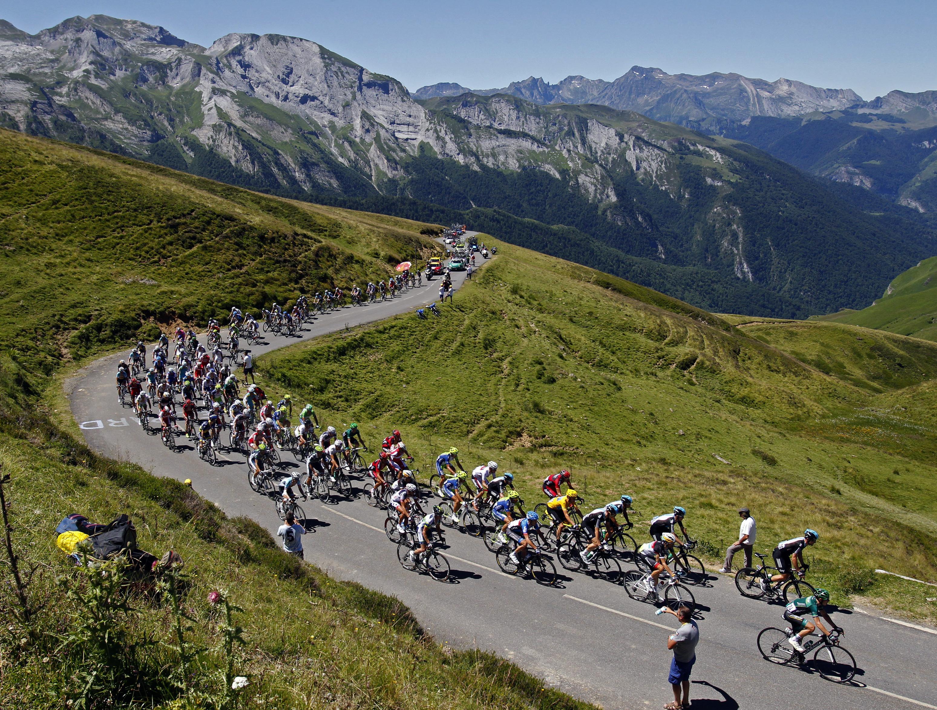 http://sport24.lefigaro.fr/var/plain_site/storage/images/cyclisme/diaporamas/la-16e-etape-en-images2/que-la-montagne-est-belle/13579458-2-fre-FR/Que-la-montagne-est-belle.jpg