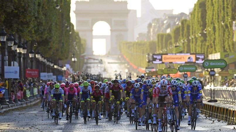 Cyclisme - Tour de France - Tour de France 2019: deux coureurs ont fait leur demande en mariage sur les Champs-Élysées