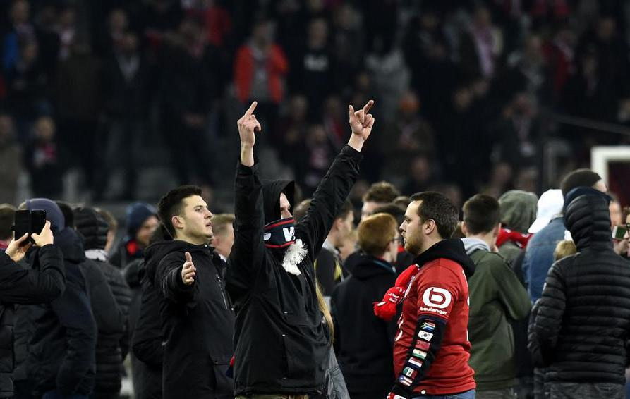Football - Football : les Français jugent les supporters «idiots», «dangereux» et «sectaires»