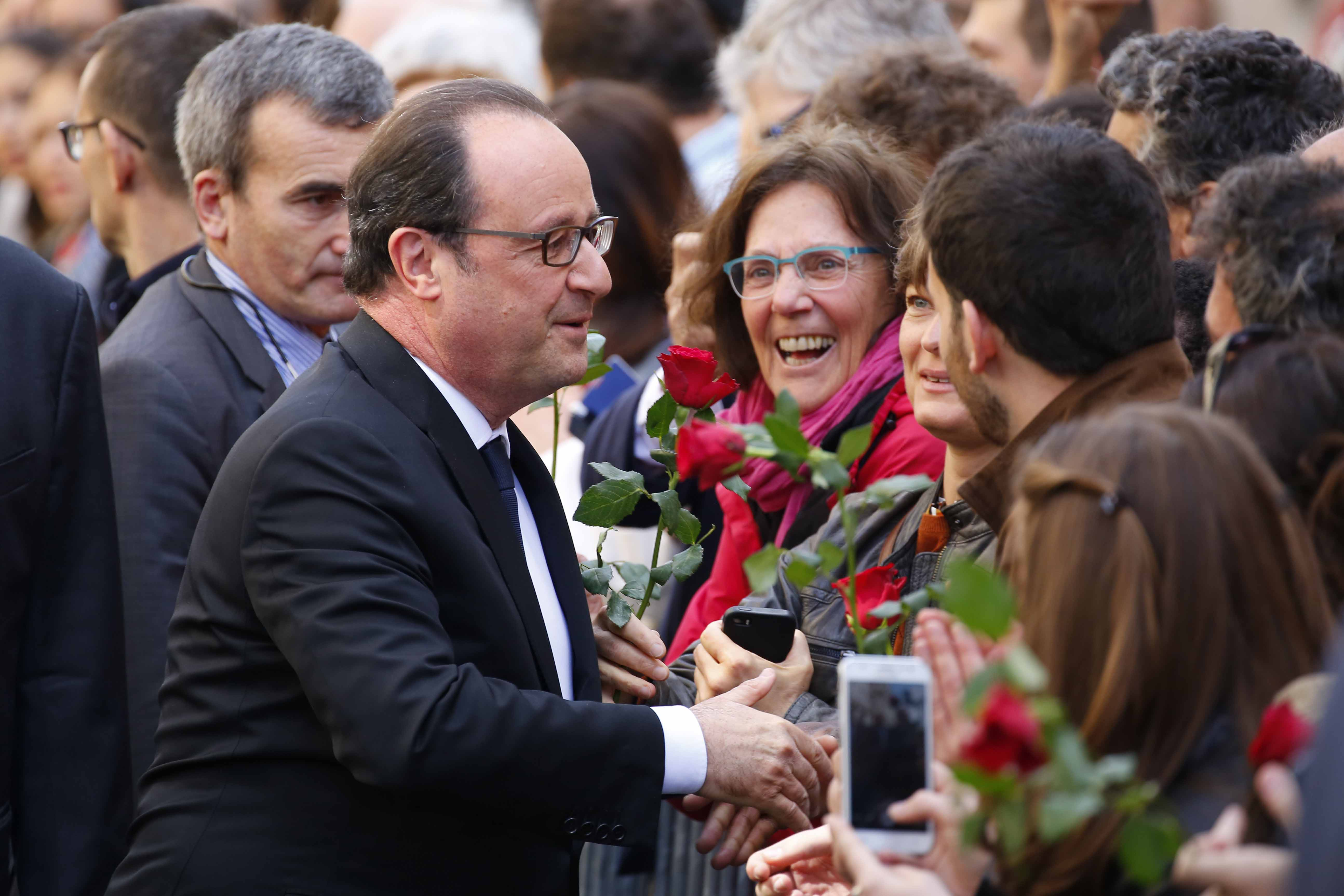 Football - François Hollande joue les acteurs pour un tournoi de football