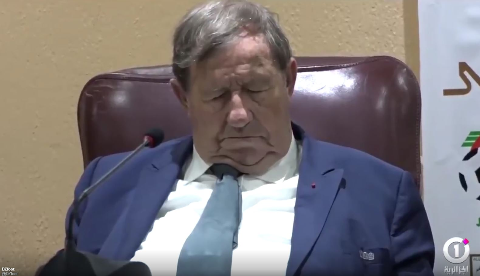 Football -  Guy Roux s'endort en pleine conférence en Algérie