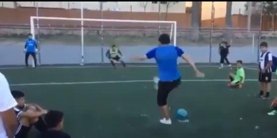 Football - Insolite - La nouvelle façon à la mode de tirer les pénaltys ?