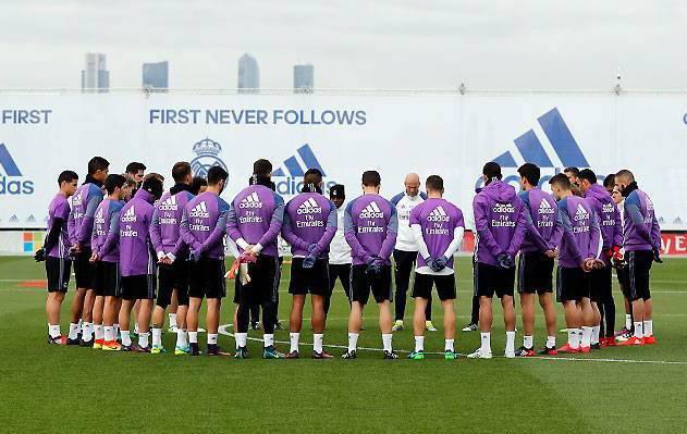 Football - L'hommage du football après la catastrophe aérienne