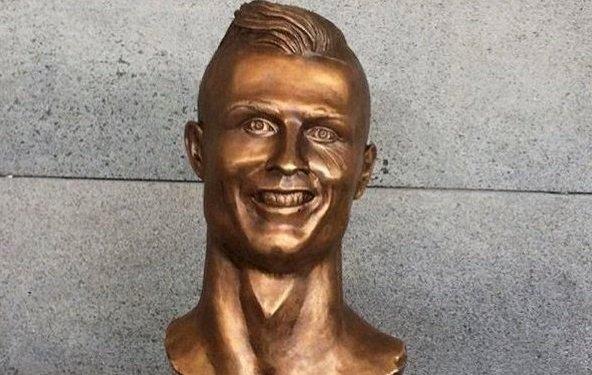 Football - Le buste raté de Ronaldo à l'aéroport de Madère moqué par les internautes