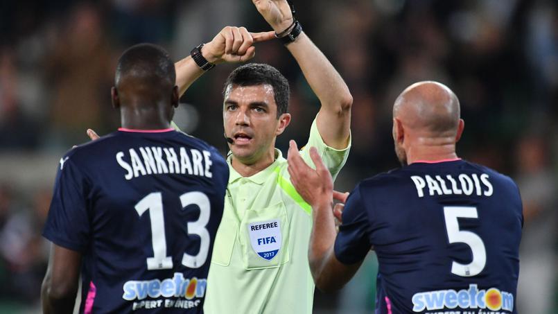 Football - Le syndicat des arbitres dépose deux plaintes pour menaces et injures