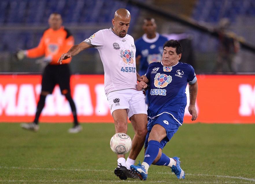 Football - Maradona et Veron règlent leurs comptes… en plein match pour la paix