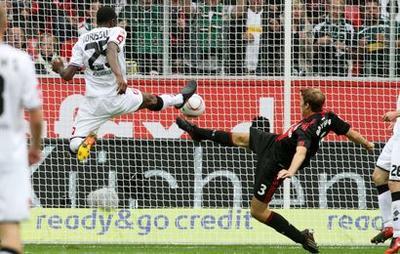 http://www.sport24.com/var/plain_site/storage/images/football/championnats-etrangers/allemagne/actualites/une-pluie-de-buts-!-410588/7123323-1-fre-FR/Une-pluie-de-buts_actus.jpg
