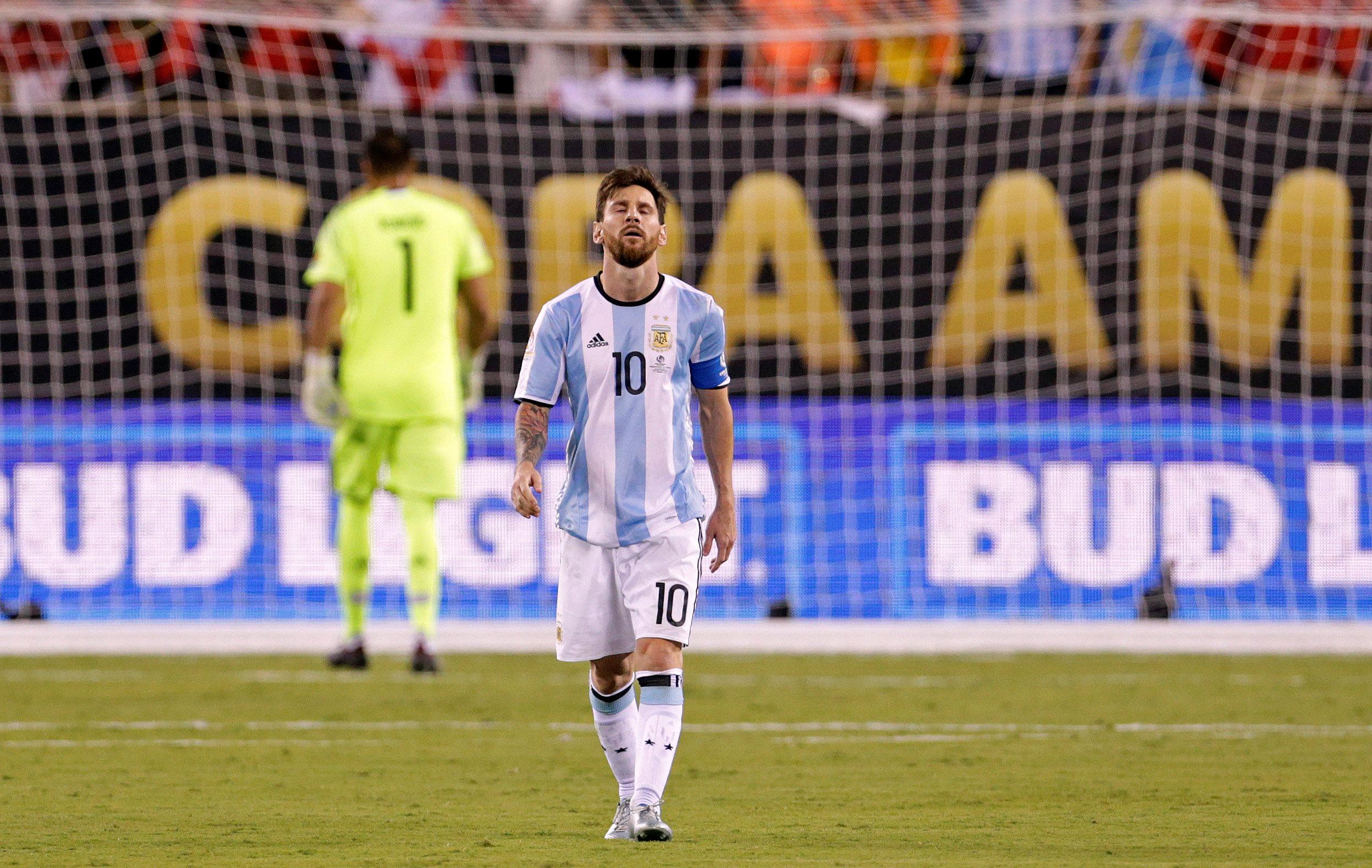Football - Copa America - Le penalty manqué par Messi en finale de la Copa America (vidéo)