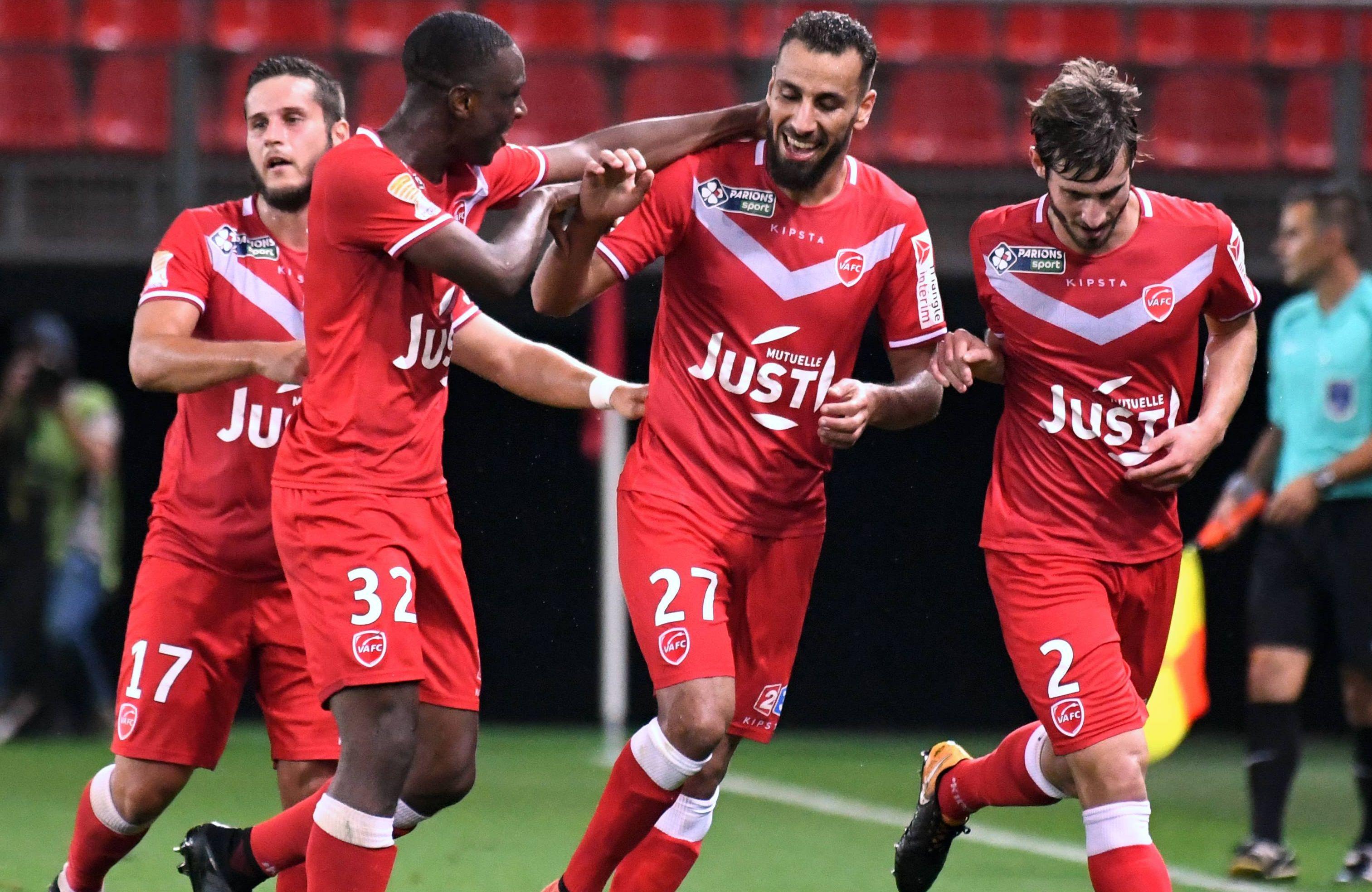 Coupe de la ligue valenciennes s 39 offre reims le red star surprend encore coupe de la ligue - Football coupe de la ligue direct ...