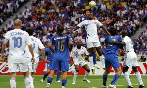 Le 2 juillet 2006 l 39 europe domine le monde journal du mondial coupe du monde 2010 coupe - France portugal coupe du monde 2006 ...