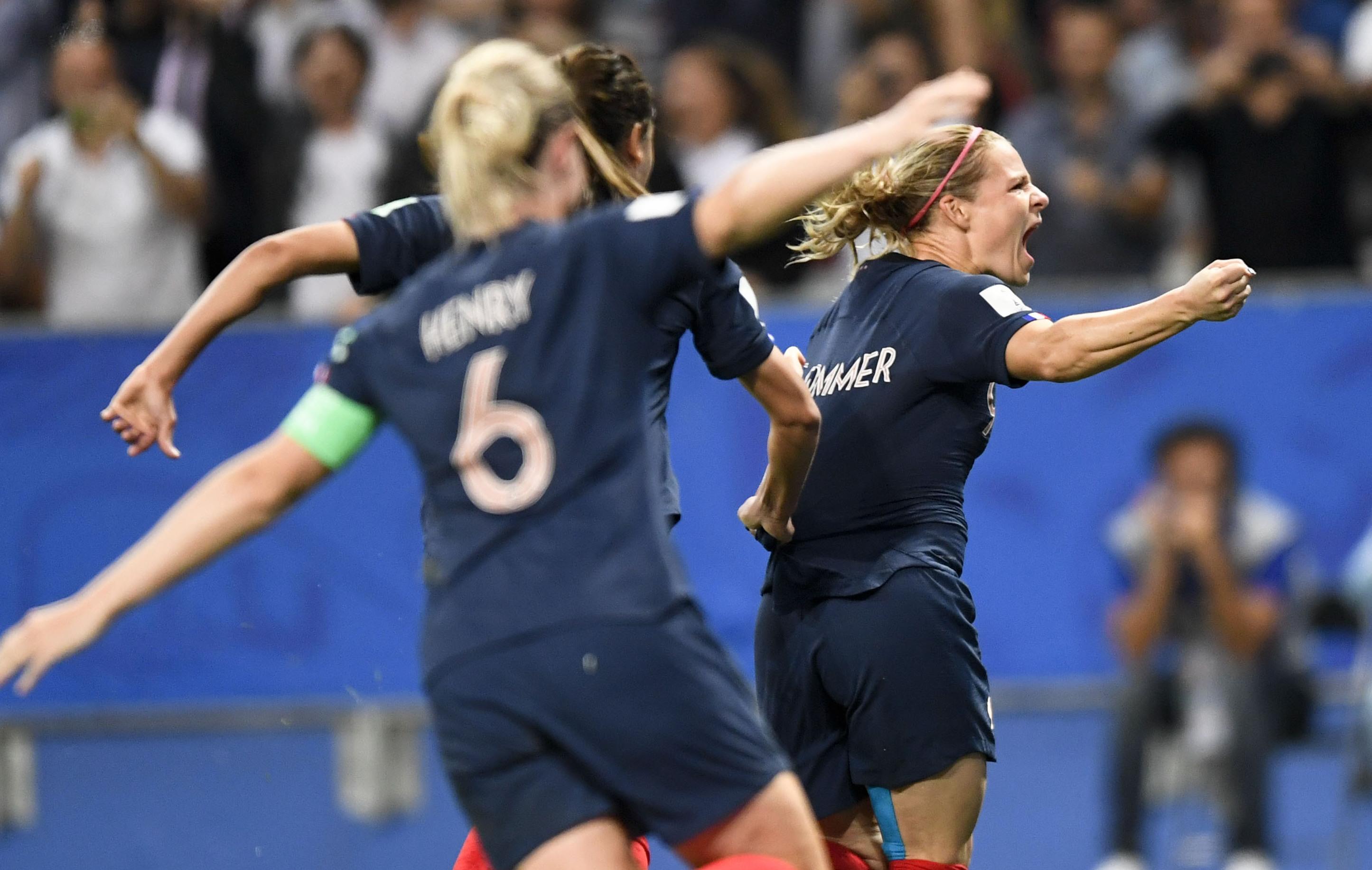 Football - Coupe du monde féminine - Coupe du monde féminine 2019 : dans la douleur, les Bleues entretiennent la flamme