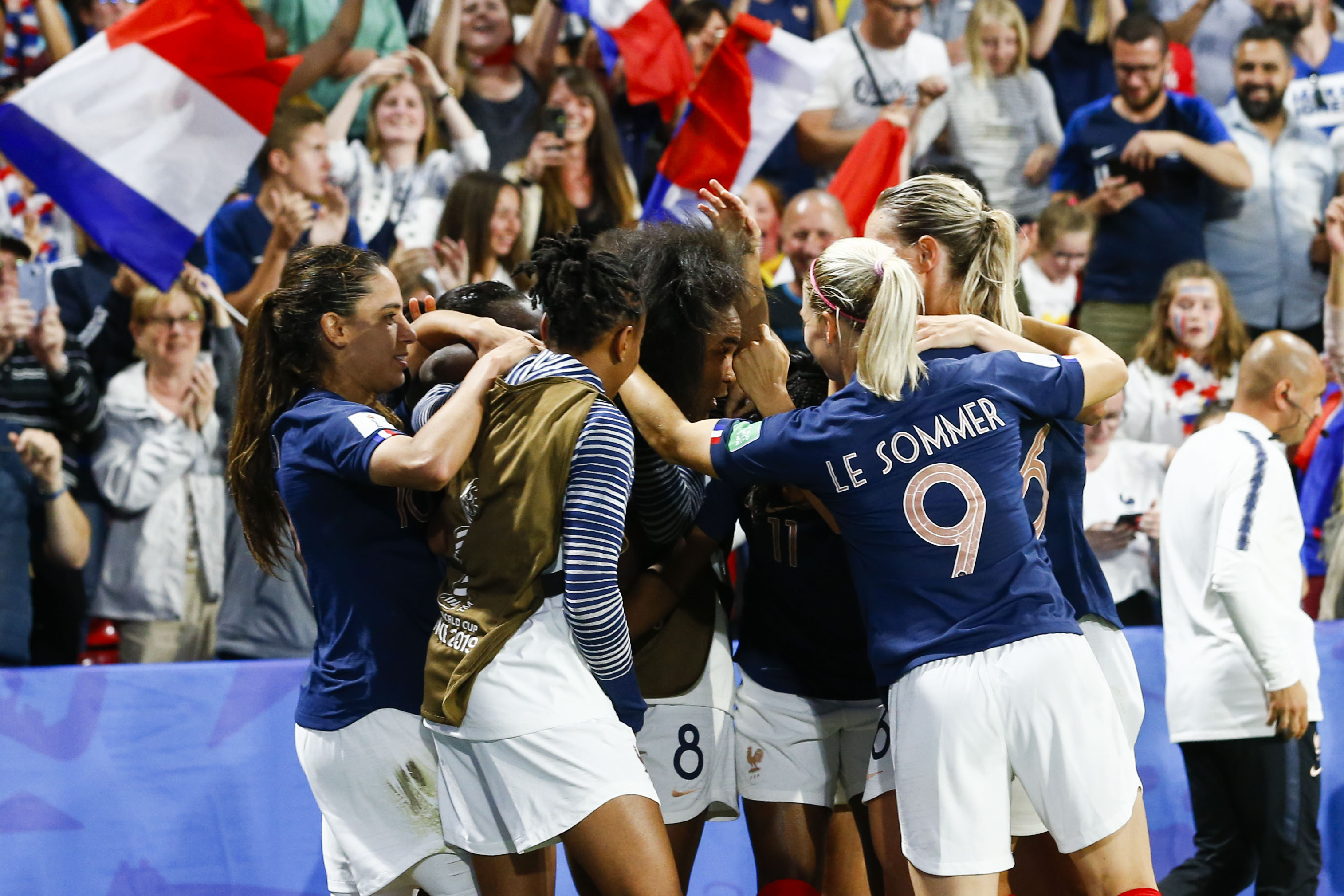 Football - Coupe du monde féminine - Coupe du monde féminine 2019 : Les Bleues, un carton plein mais des doutes