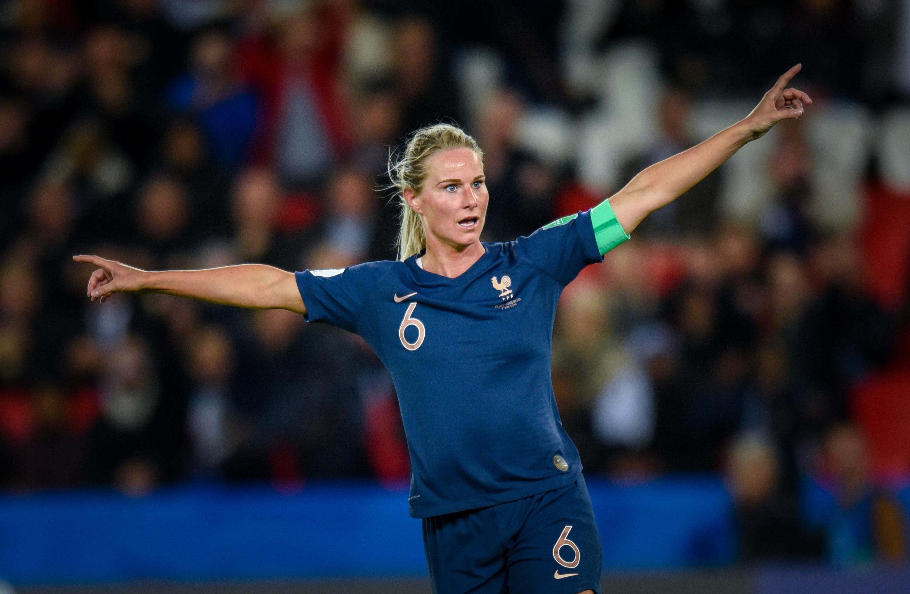 Football - Coupe du monde féminine - Coupe du monde féminine 2019 : les Bleues veulent surfer sur le succès