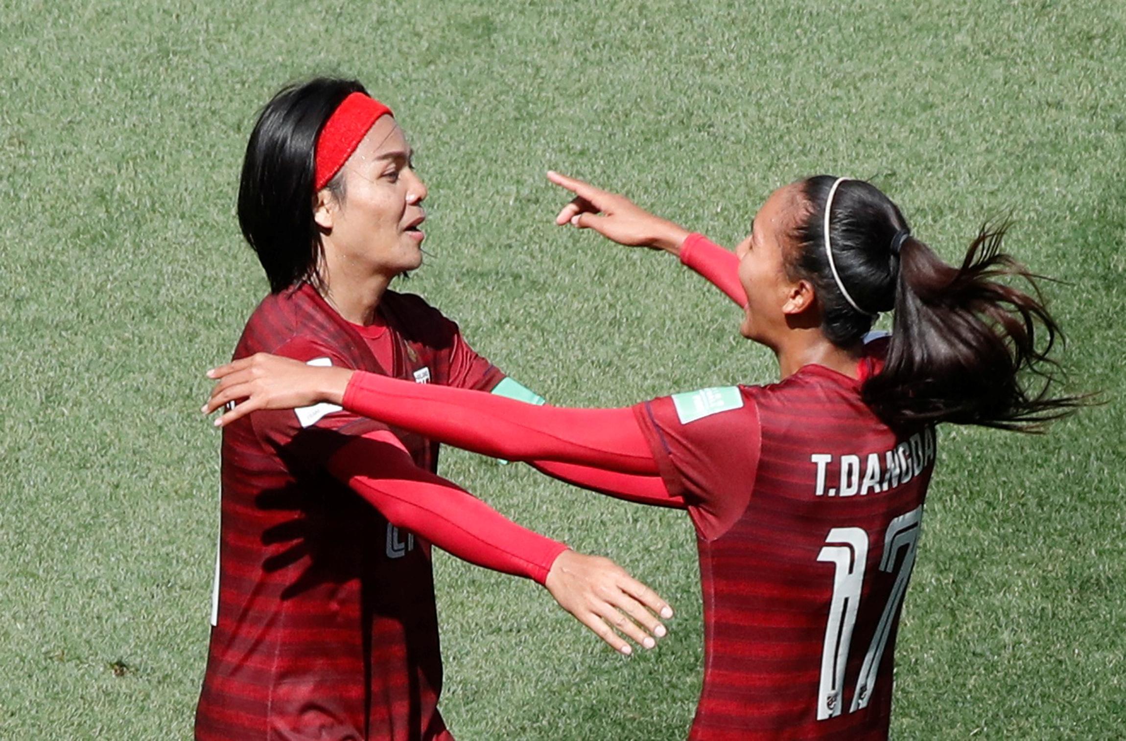 Football - Coupe du monde féminine - L'émotion des Thaïlandaises pour leur premier but en Coupe du monde