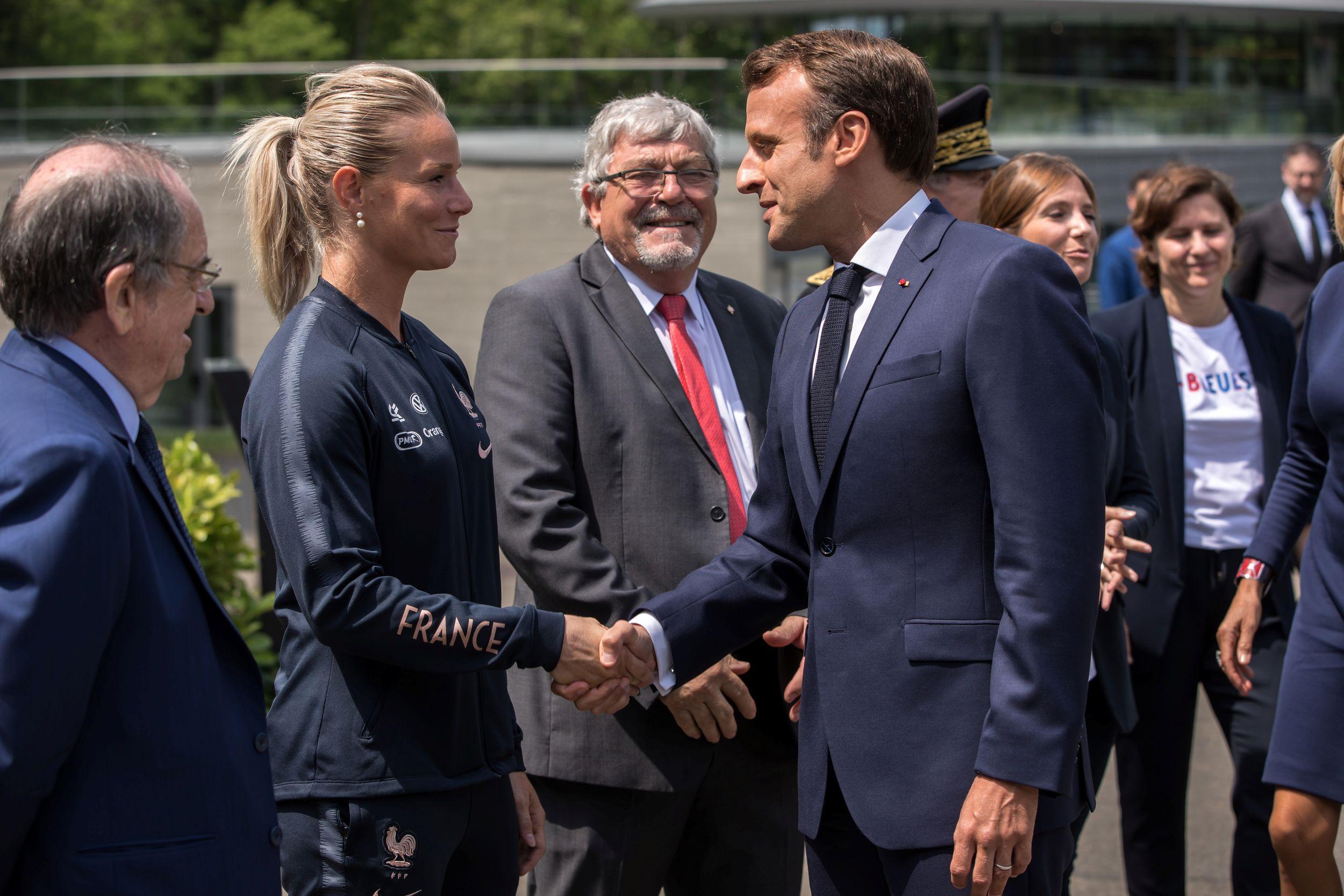 Football - Coupe du monde féminine - Le président Macron a rendu visite aux Bleues à Clairefontaine