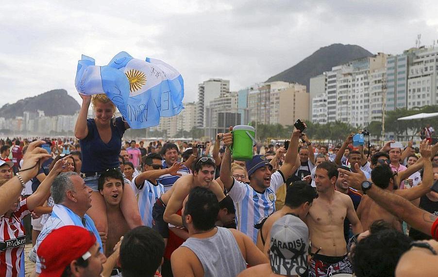 D ferlante argentine sur rio de janeiro 2014 br sil coupe du monde football - Jeux de football coupe du monde 2014 ...