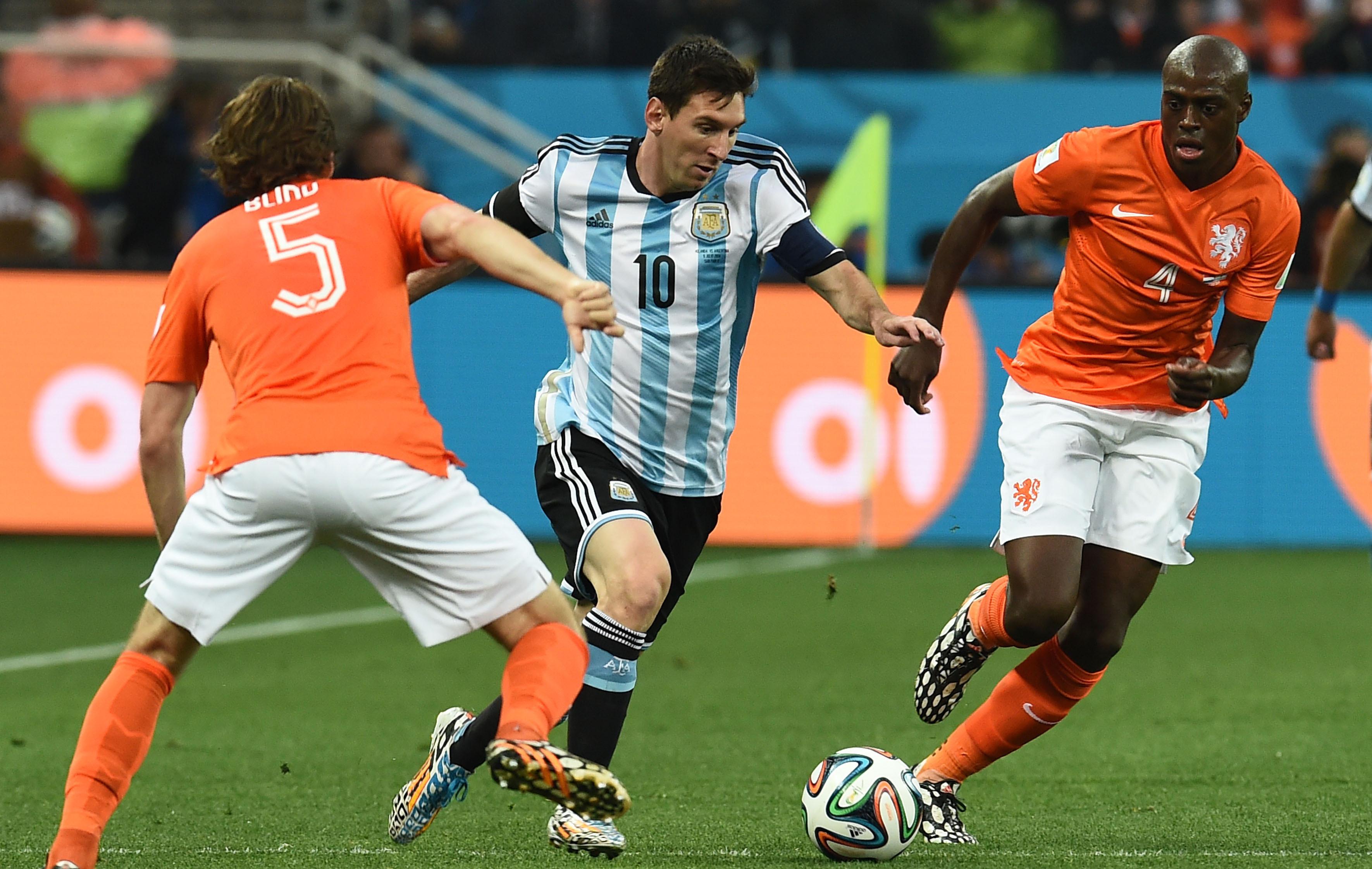 Messi une marche de la cons cration 2014 br sil coupe du monde football - Carte coupe du monde 2014 ...