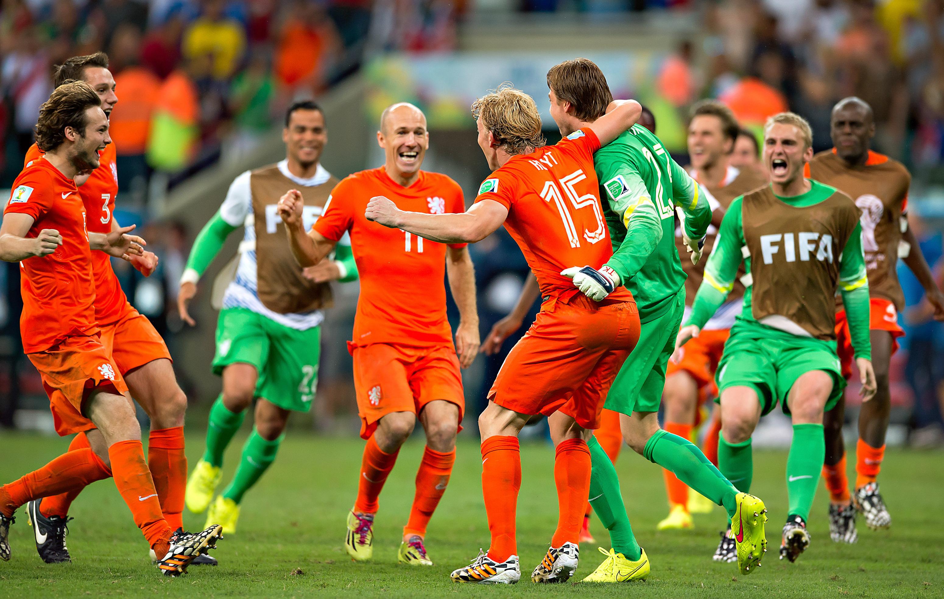 Van gaal et krul sauvent les pays bas 2014 br sil coupe du monde football - Jeux de football coupe du monde 2014 ...
