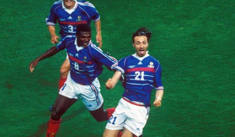Football - Coupe du monde - 12 juin 1998 : les Bleus dominent l'Afrique du Sud et Dugarry chambre les journalistes