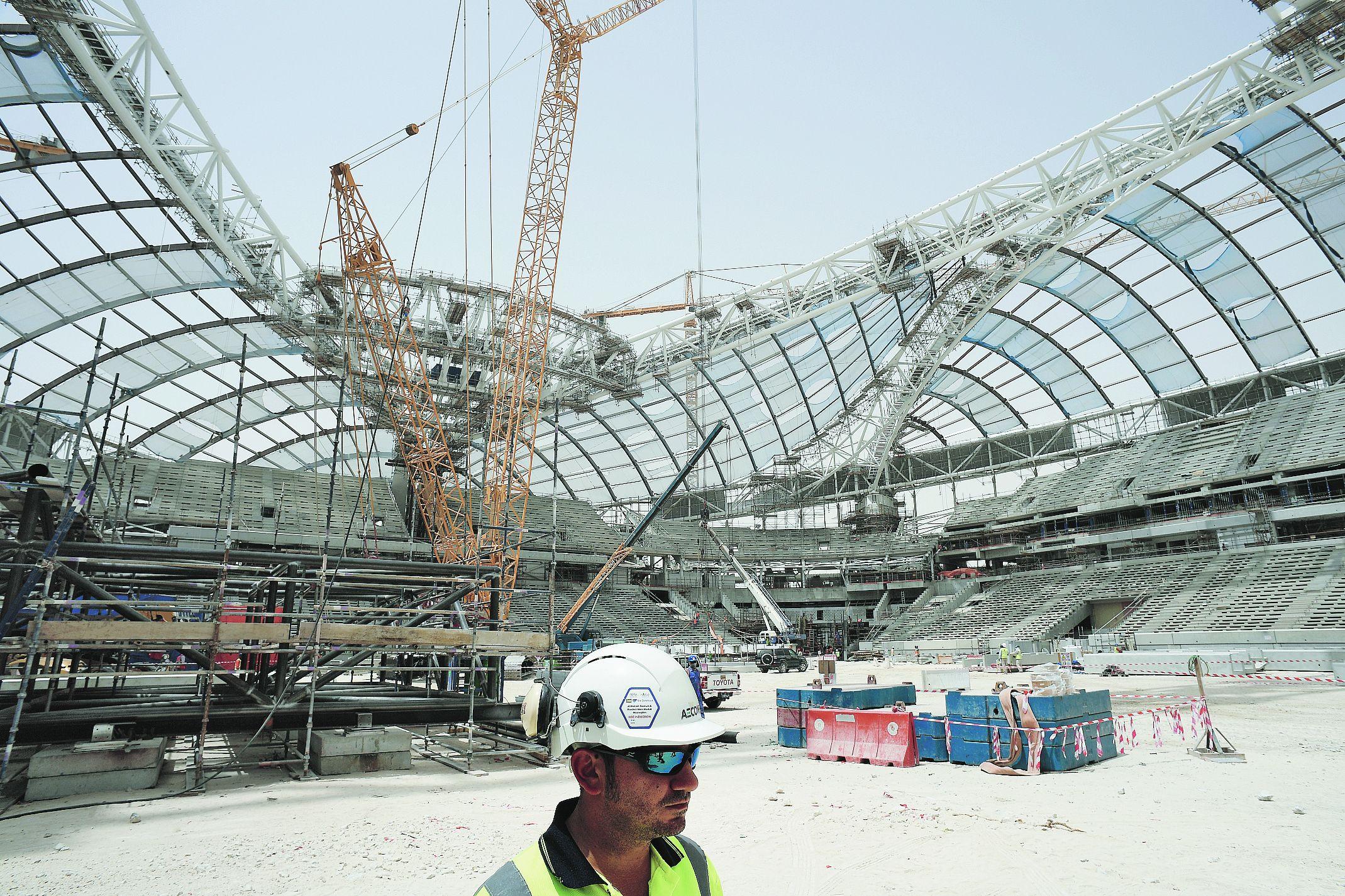 Coupe du monde en 2022 le qatar dans les temps pour son mondial en plein d sert coupe du - Qatar football coupe du monde ...