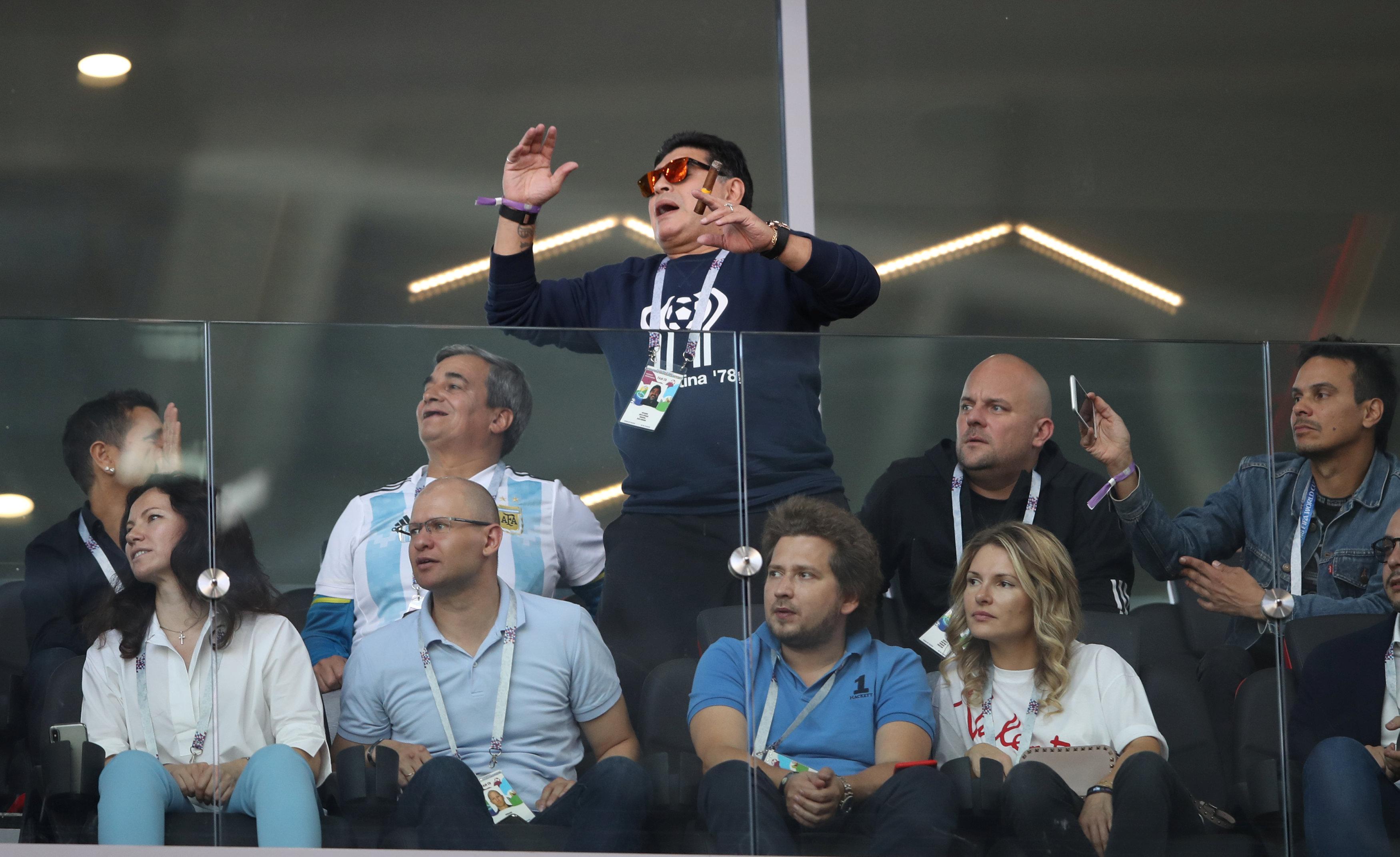 Football - Coupe du monde - Coupe du monde 2018 : Maradona, Sarkozy, Nagui... du beau monde dans les tribunes