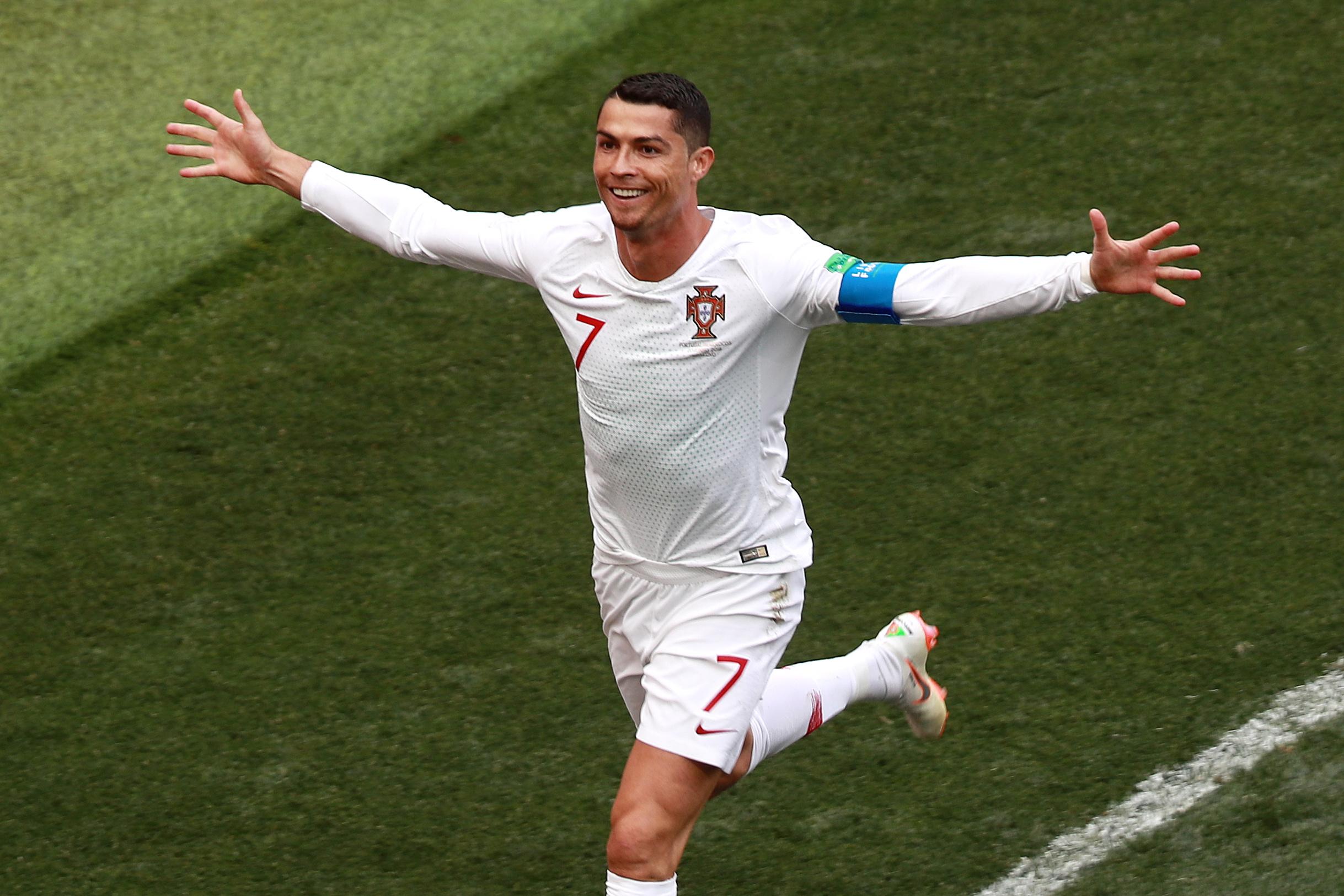 Football - Coupe du monde - Coupe du monde 2018 : des Iraniens tentent d'empêcher Cristiano Ronaldo de dormir