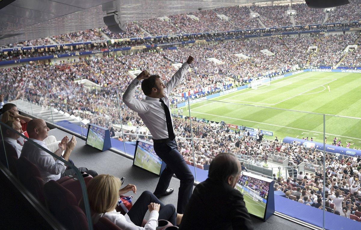 Football - Coupe du monde - Emmanuel Macron dans tous ses états pendant France-Croatie