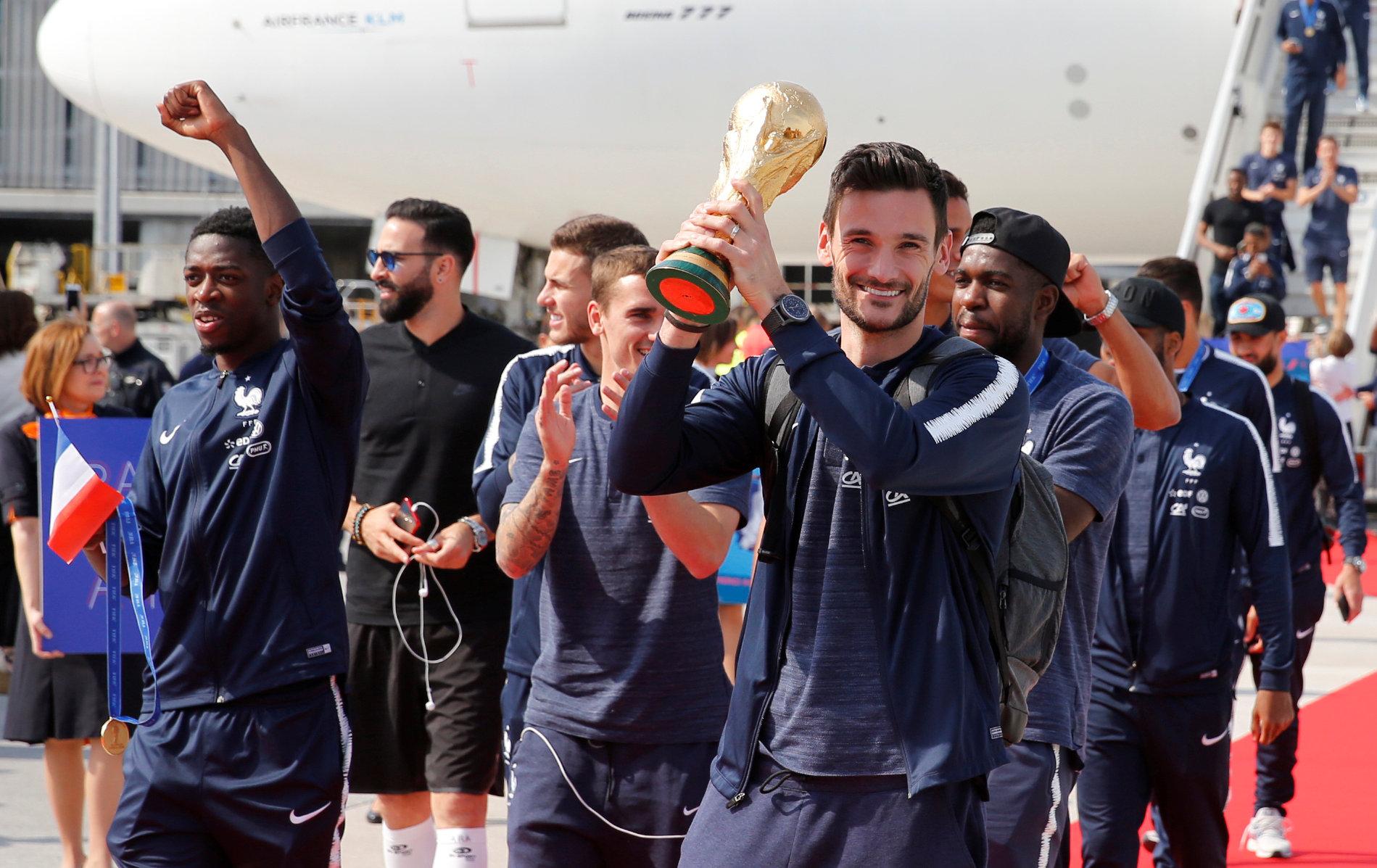 Football - Coupe du monde - L'arrivée des Bleus à Paris en direct