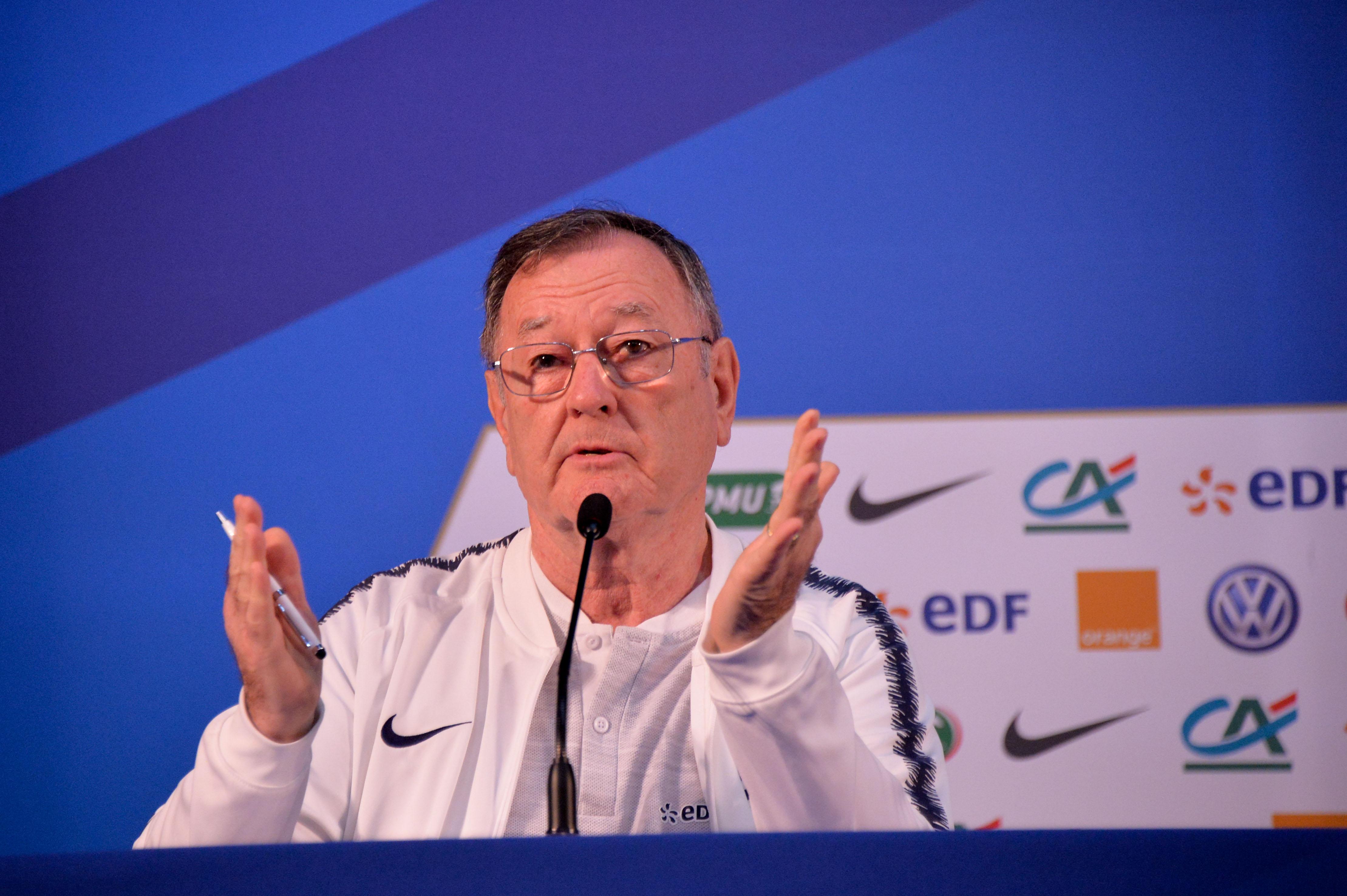 Football - Coupe du monde - L'hommage au chef de presse des Bleus en conférence de presse