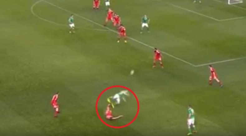 Football - Coupe du monde - L'infâme tacle qui casse la jambe de Seamus Coleman en vidéo